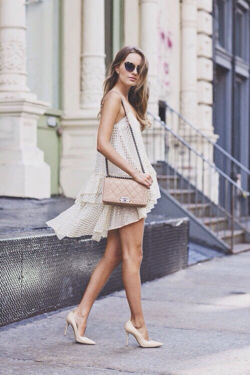 12 Minimale einfarbige Sommer-Outfits